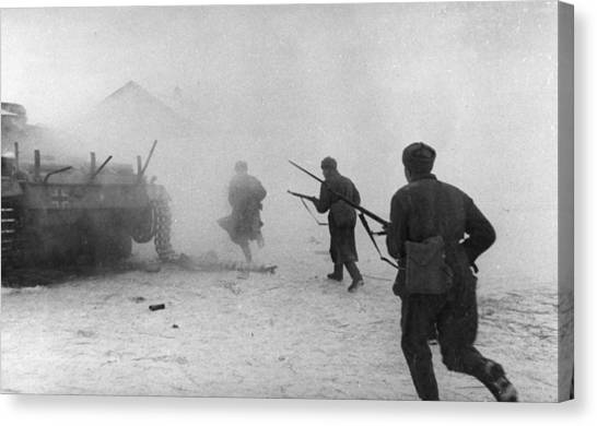 Soviet Counter-attack Canvas Print by Hulton Archive