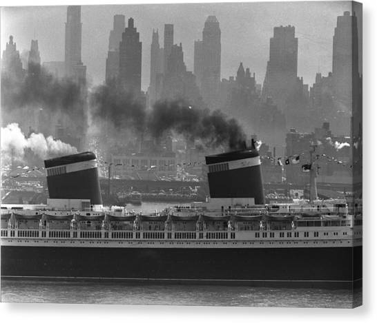 S.s. United States Sailing In New York Canvas Print