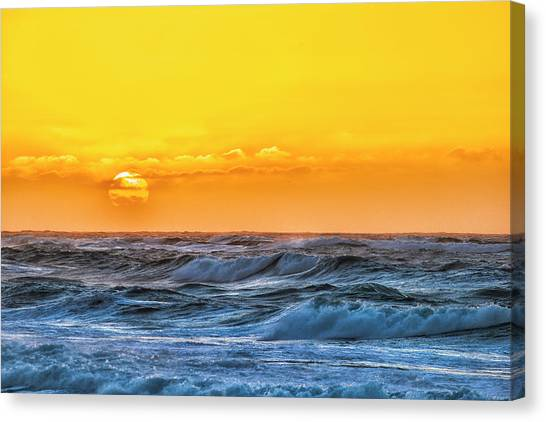 Sunset On A Windy Evening Canvas Print by Fernando Margolles