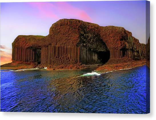 Staffa And Fingal's Cave - Scotland - Sunset Canvas Print