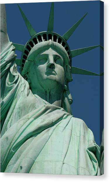 Statue Of Liberty, Nyc Canvas Print by Manrico Mirabelli