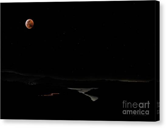 Super Blood Wolf Moon Eclipse Over Lake Casitas At Ventura County, California Canvas Print
