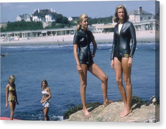 Swimmers At Newport Canvas Print by Slim Aarons