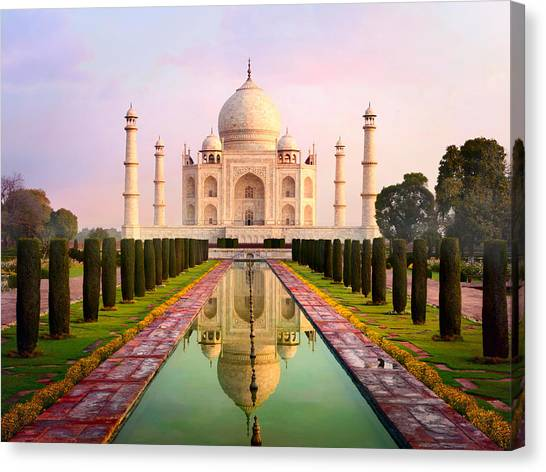 Taj Mahal Spectacular Early Morning View Canvas Print by Chuvipro