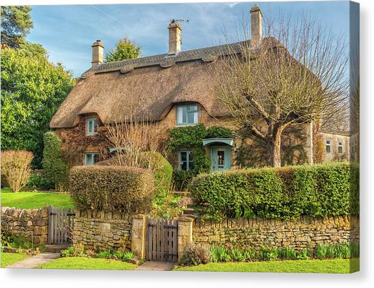 Thatched Cottage In Chipping Campden, Gloucestershire Canvas Print by David Ross