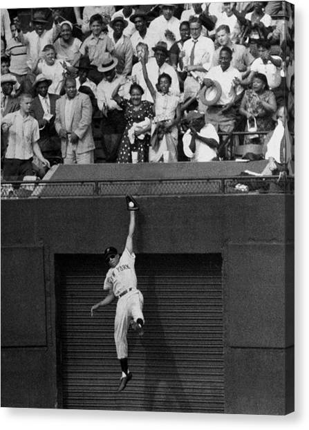 The Giants Amazing Willie Mays Amazes Canvas Print by New York Daily News Archive