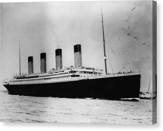 The Titanic Canvas Print by Central Press
