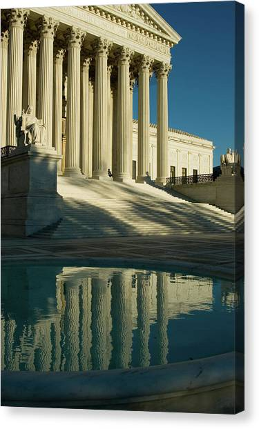 Us Supreme Court Reflection In Pool Canvas Print