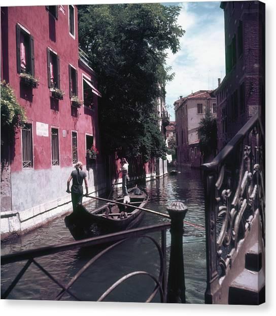 Venice Gondoliers Canvas Print