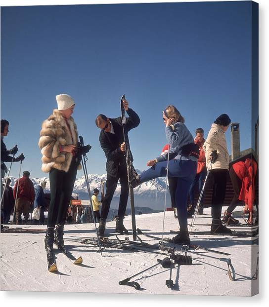 Verbier Skiers Canvas Print by Slim Aarons