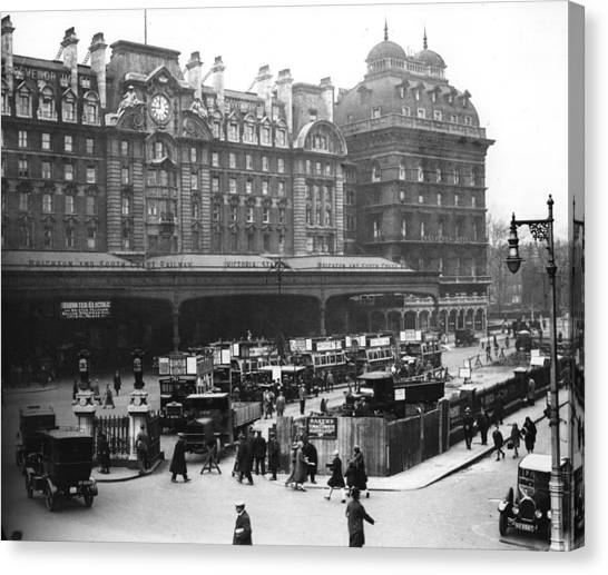 Victoria Station Canvas Print by Central Press
