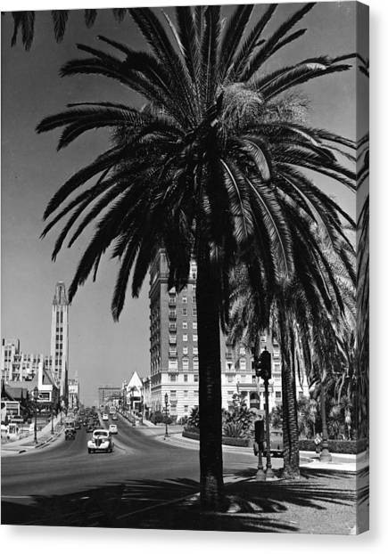 View Of Wilshire Boulevard, Los Angeles Canvas Print by R. Gates
