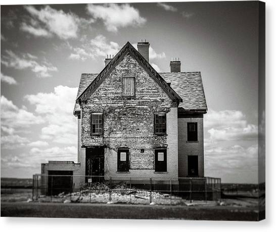 Canvas Print featuring the photograph What Remains by Steve Stanger