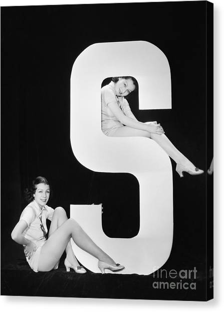 Women Posing With Huge Letter S Canvas Print by Everett Collection