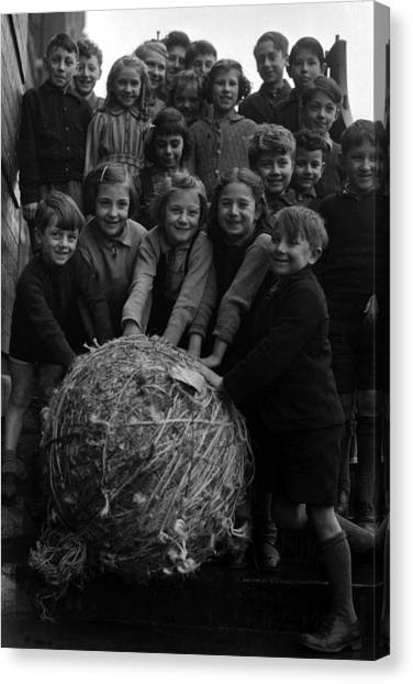 World War Two Britain School Children Canvas Print by Popperfoto