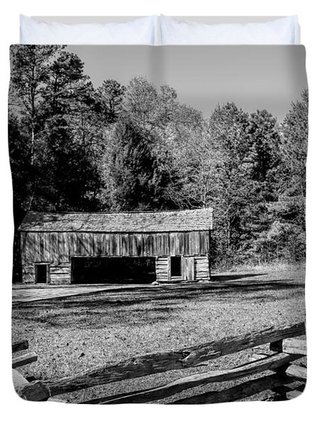 Historical Cantilever Barn At Cades Cove Tennessee In Black And White Duvet Cover by Kathy Clark