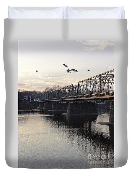 Gulls At The Bridge In January Duvet Cover