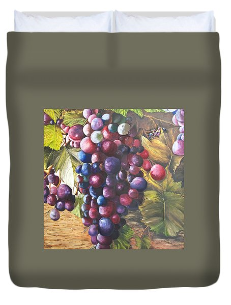 Wine Grapes On A Vine Duvet Cover