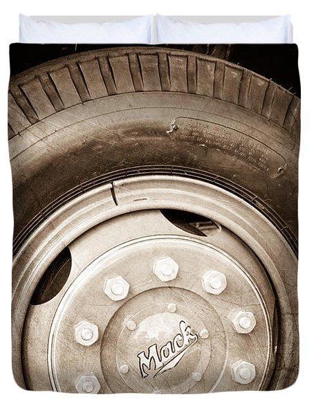 1952 L Model Mack Pumper Fire Truck Wheel Emblem Duvet Cover