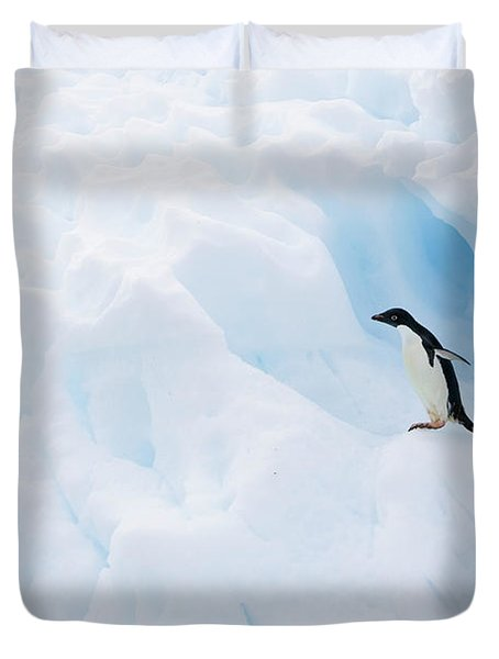Adelie Penguin On Iceberg Duvet Cover by Suzi Eszterhas