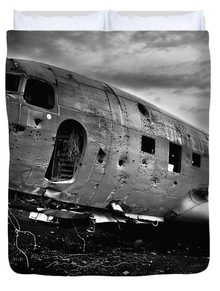 Duvet Cover featuring the photograph Dc-3  by Gunnar Orn Arnason