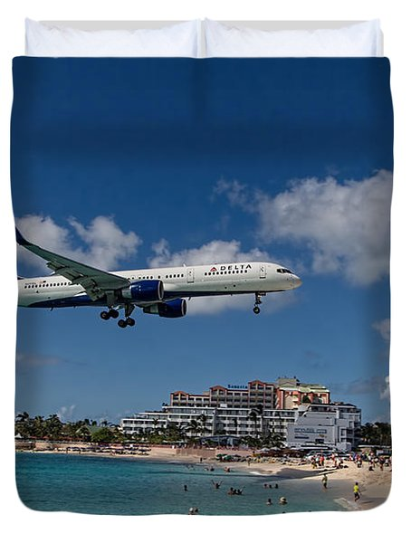 Delta Air Lines Landing At St Maarten Duvet Cover