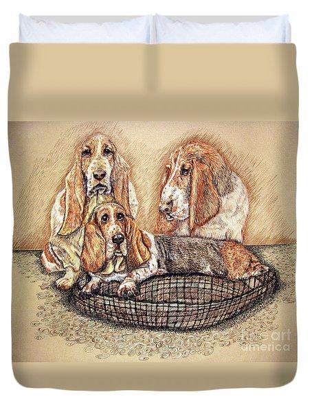 Hess'er Puppies Duvet Cover by Linda Simon