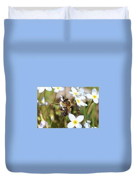 Honeybee On Bluet Duvet Cover