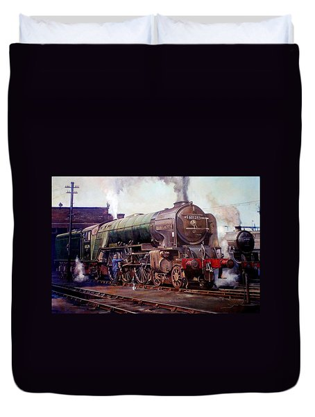 Kenilworth On Shed. Duvet Cover by Mike  Jeffries