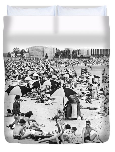 Orchard Beach In The Bronx Duvet Cover by Underwood Archives