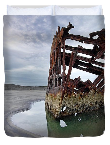 Peter Iredale At Dawn Duvet Cover by David Gn
