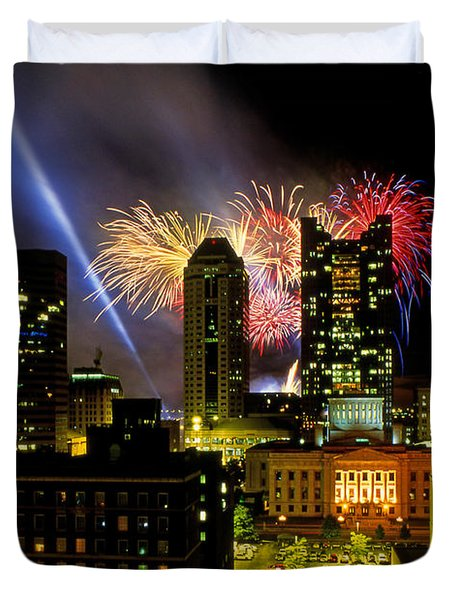21l334 Red White And Boom Fireworks Display Photo Duvet Cover