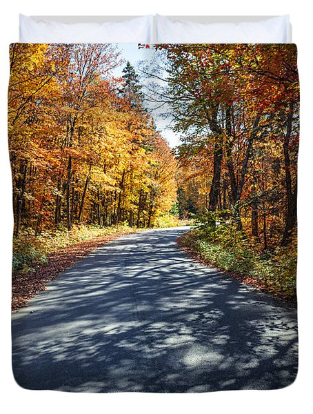 Road In Fall Forest Duvet Cover