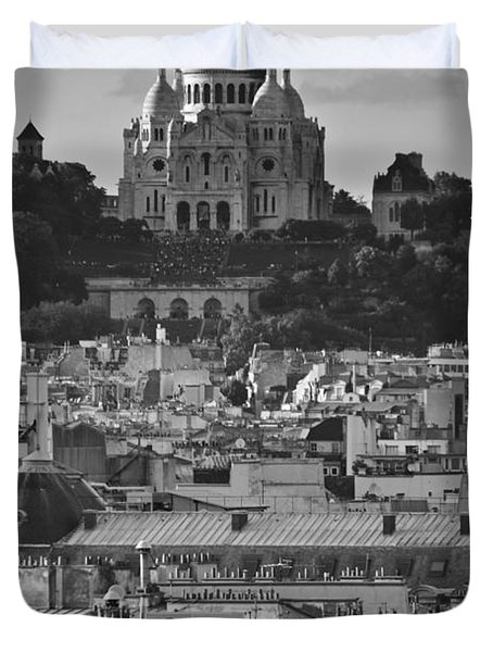 Sacre Coeur Over Rooftops Duvet Cover by Gary Eason