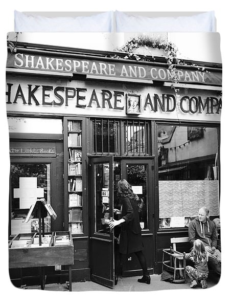 Shakespeare And Company Bookstore In Paris France Duvet Cover
