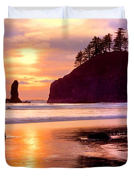 Silhouette Of Sea Stacks At Sunset Duvet Cover