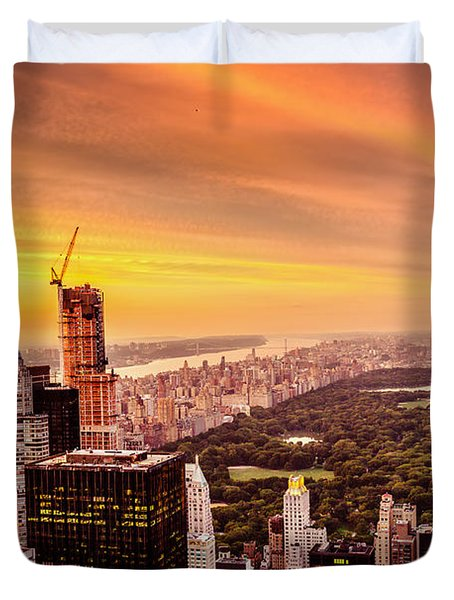 Sunset Over Central Park And The New York City Skyline Duvet Cover by Vivienne Gucwa