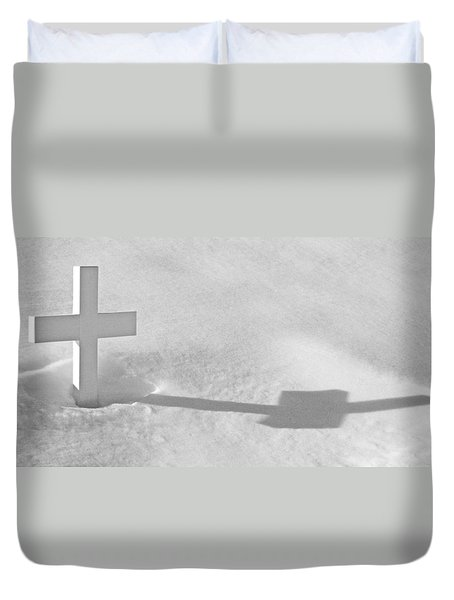 Duvet Cover featuring the photograph The Grave Of Bobby Kennedy by Cora Wandel
