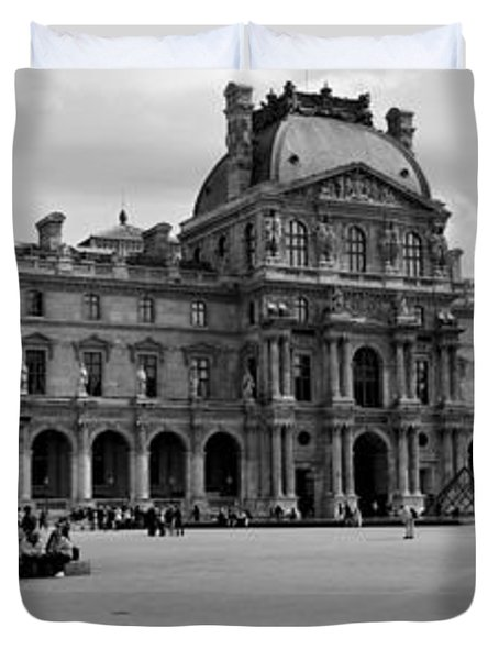 Tourists In The Courtyard Of A Museum Duvet Cover by Panoramic Images