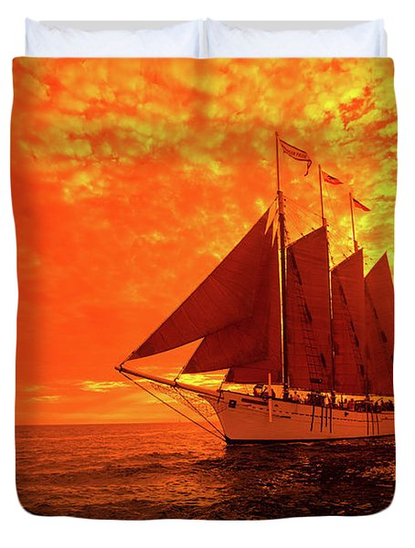 Tourists On Sailboat In The Pacific Duvet Cover