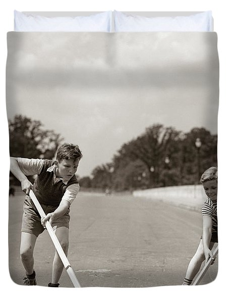 1930s 1940s 2 Boys With Sticks And Puck Duvet Cover