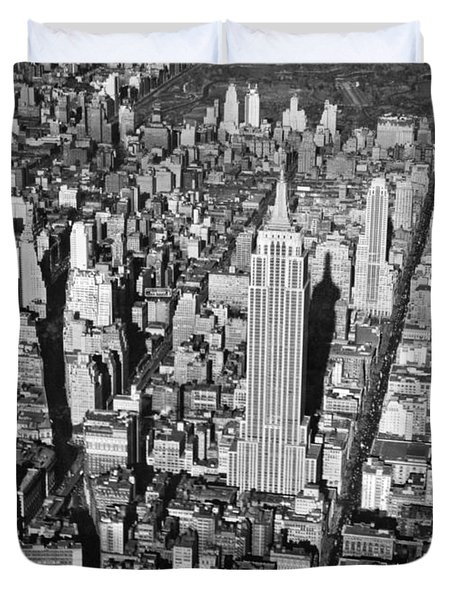 1934 Aerial View Of Manhattan Duvet Cover by Underwood Archives
