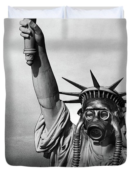 1970s Statue Of Liberty Wearing Gas Duvet Cover