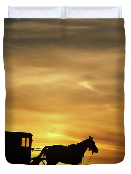 1980s Amish Horse And Buggy Silhouetted Duvet Cover