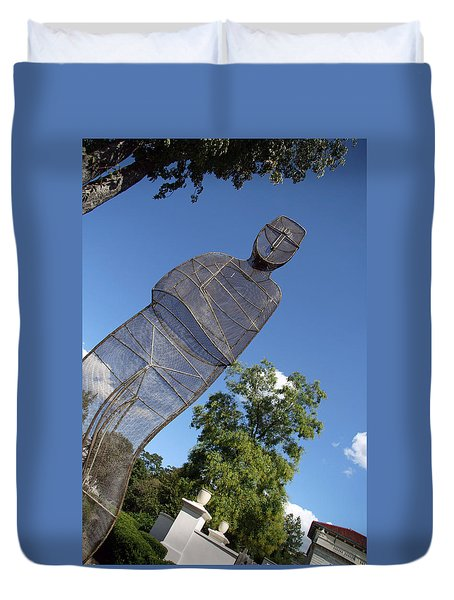 Duvet Cover featuring the photograph Minujin's A Man Of Mesh by Cora Wandel