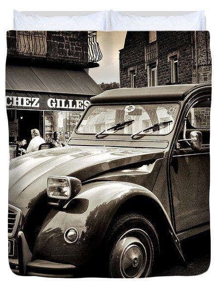 Duvet Cover featuring the photograph Citroen 2cv / Meyssac by Barry O Carroll