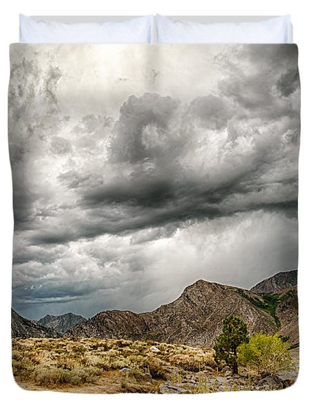 Dark Skies At Grant Lake Duvet Cover