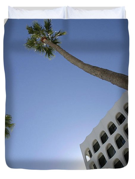 Duvet Cover featuring the photograph Looking Up In Beverly Hills by Cora Wandel