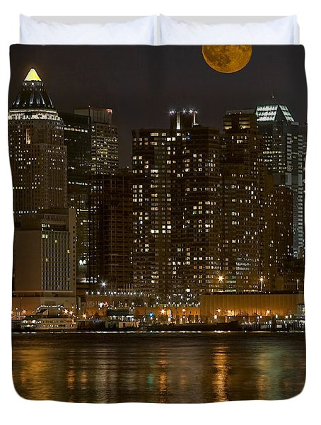 Moonrise Over Manhattan Duvet Cover by Susan Candelario