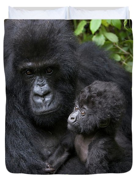 Mountain Gorilla And Infant Duvet Cover by Suzi Eszterhas